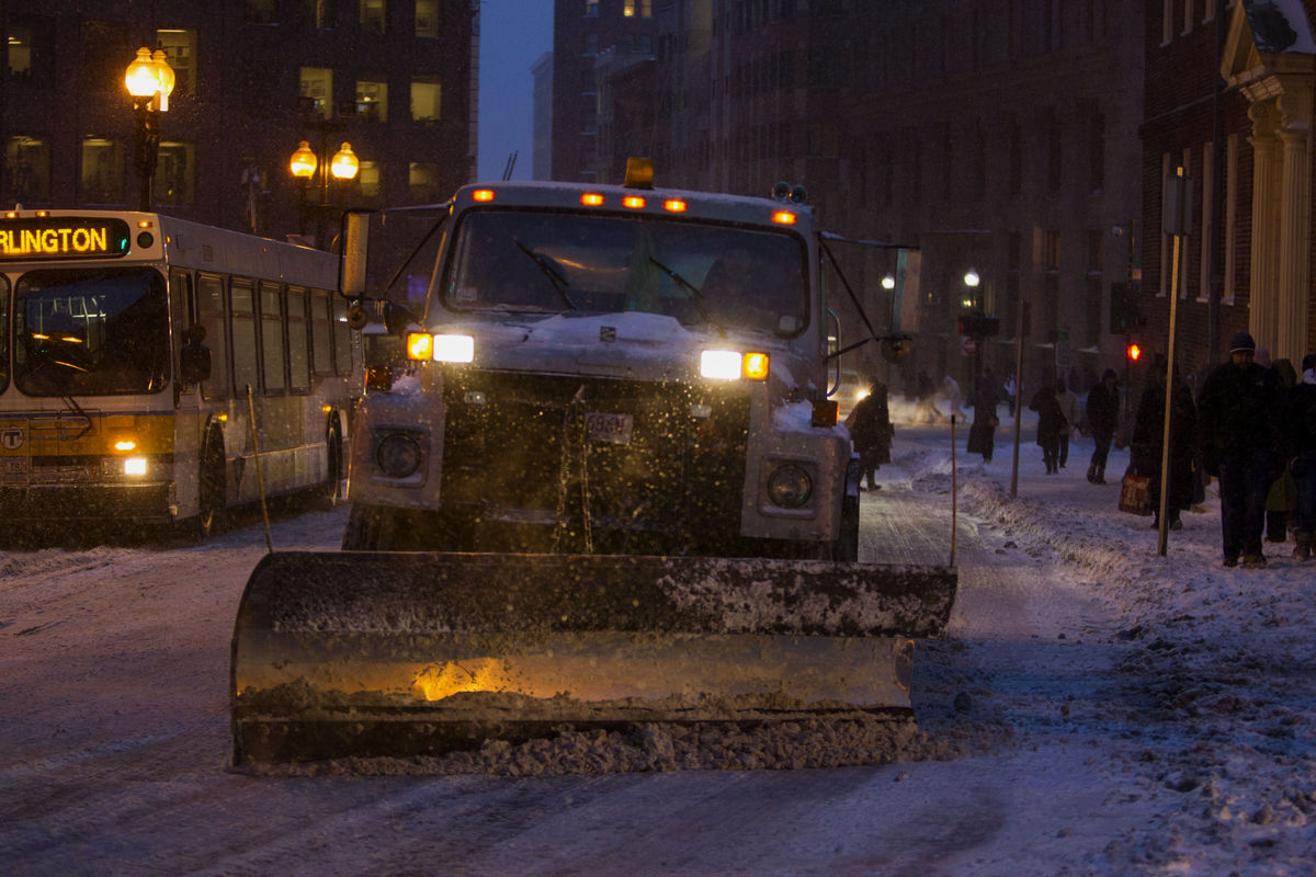 blizzard halts air and highway traffic and affects East Coast Shipping